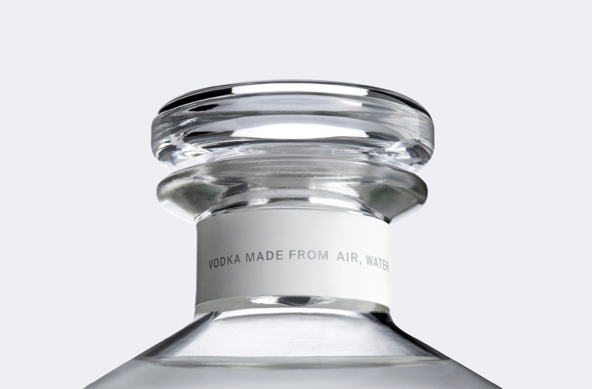 Air-Co-Company-Vodka-Bottle-Neck-Made-From-Air-Water-Sun